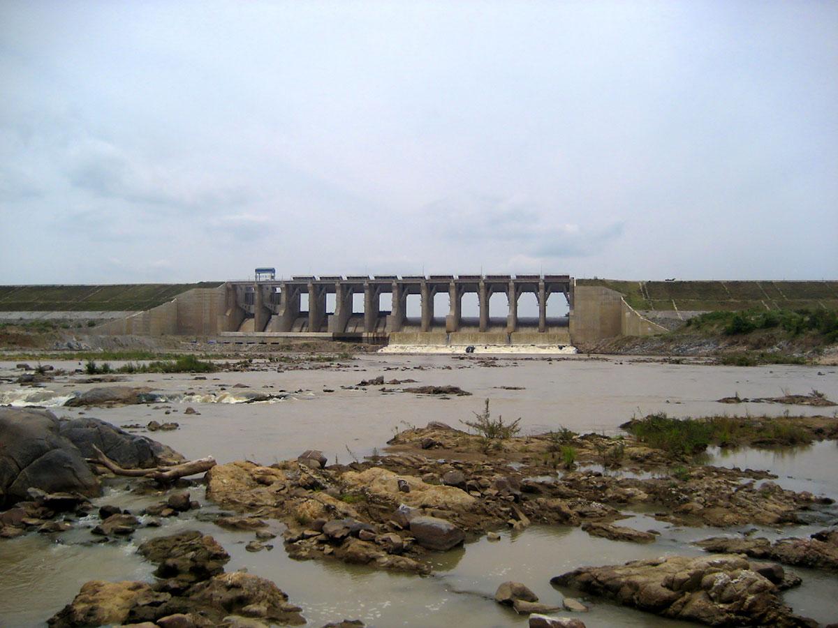 Đập đất, tràn xả lũ Công trình thủy điện Sông Ba Hạ