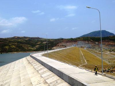 Earth dam - Ta Ruc Reservoir