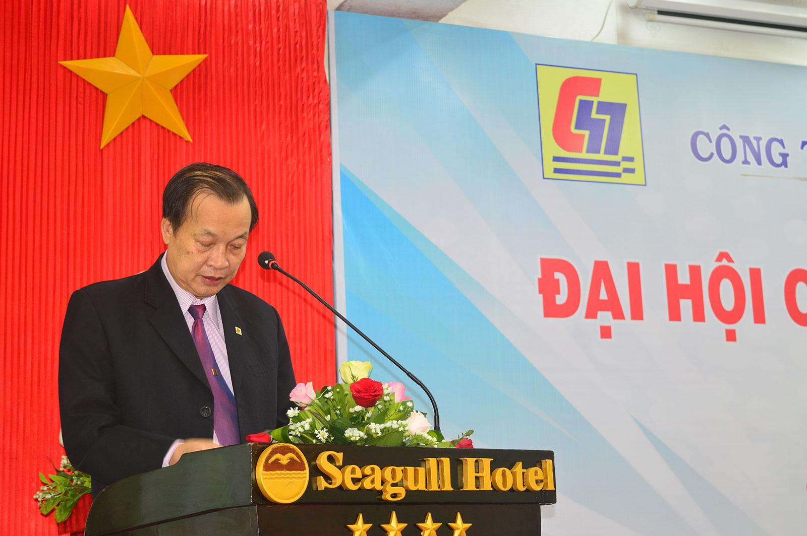 Ông Nguyễn Lương Am – Chủ tịch HĐQT công ty báo cáo tại đại hội.
