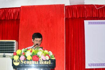 Ông Đinh Tấn Dương – Chủ tịch HĐQT Công ty CPTĐ Văn Phong nhiệm kỳ I báo cáo tại đại hộ