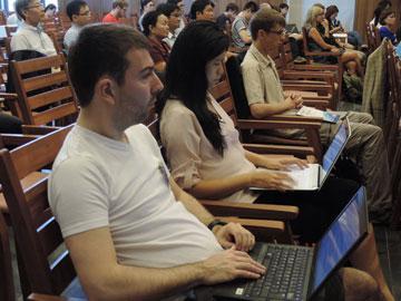 Các nhà khoa học quốc tế tham dự hội nghị.