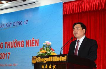 Ông Dương Minh Quang – Tổng Giám đốc công ty báo cáo tại đại hội