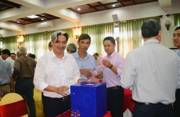 Cổ đông bỏ phiếu bầu bổ sung thành viên HĐQT