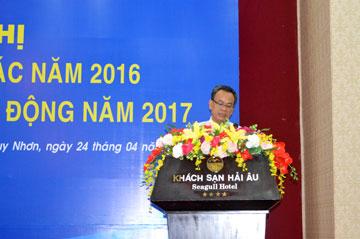 Ông Nguyễn Quang Cang – Chủ tịch CĐCS báo cáo tình hình thực hiện nghị quyết NLĐ năm 2016, nhiệm vụ công tác năm 2017