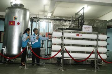 Ông KATO TSUYOSHI – Giám đốc bộ phận kỹ thuật Công ty CP SANICO giới thiệu hệ thống lọc nước
