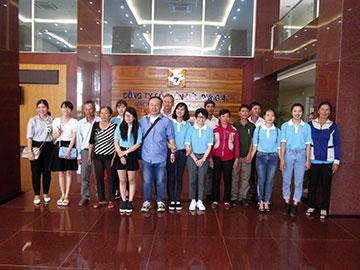 Lãnh đạo Phòng Xuất khẩu Lao động Công ty CPXD 47 chụp ảnh lưu niệm với đại diện Công ty Nhật Bản và các Du học sinh