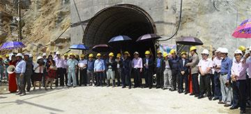 Đại biểu chứng kiến lễ vận hành thiết bị khoan hầm TBM 390E