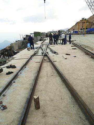Lắp ray vận chuyển đà cho đào hầm bằng TBM