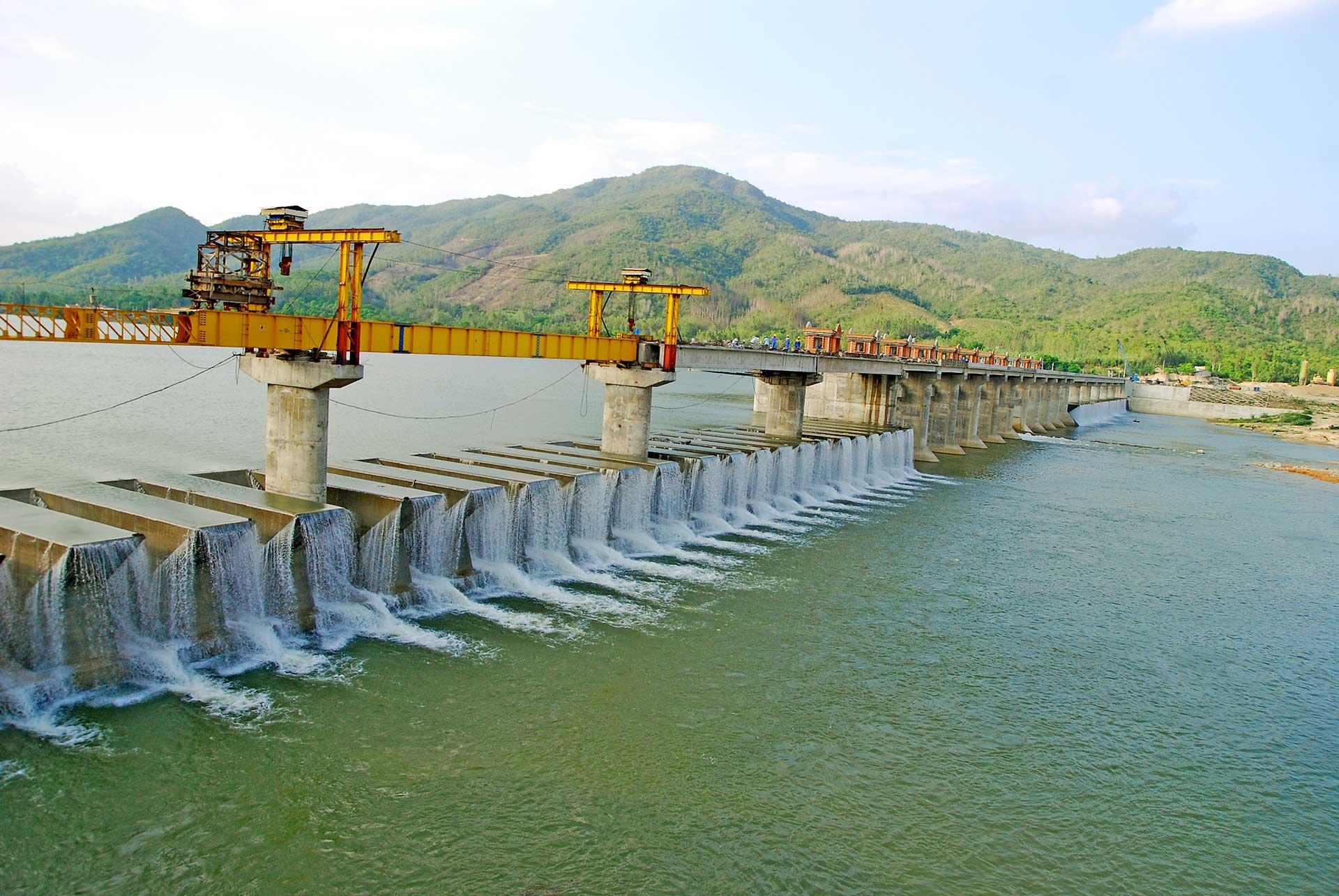 Van Phong self spillway dam