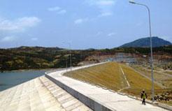 Đập đất công trình Hồ chứa nước Tà Rục