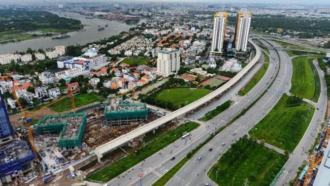 Một đoạn metro số 1 đang xây dựng.